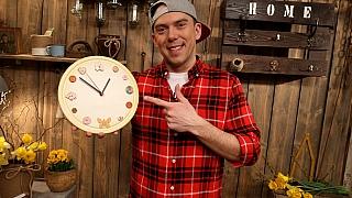 Udělejte si hodiny z{kuchyňského prkénka podle Ládi Hrušky