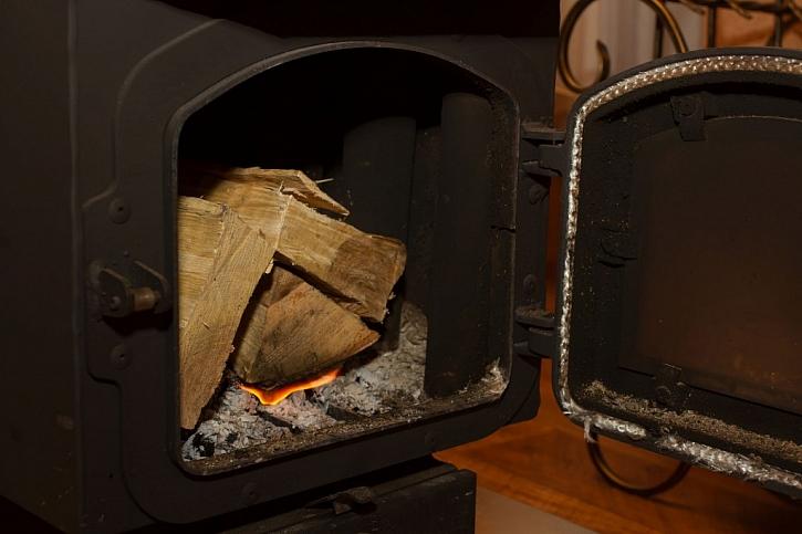 Klasická kamna na dřevo jsou v dílnách poměrně oblíbená