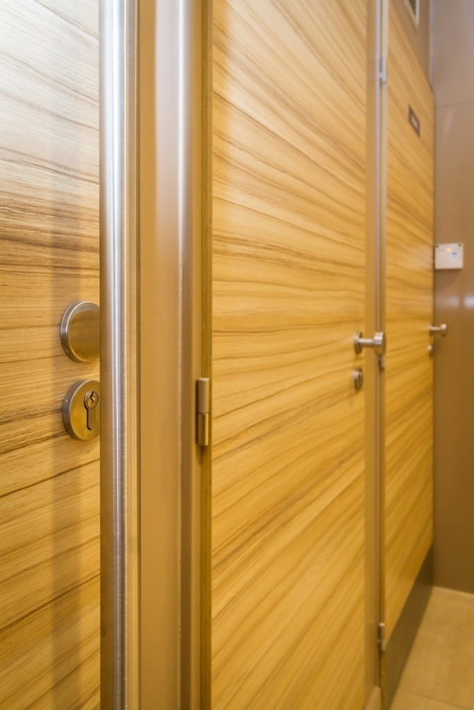 Dveře SAPELI v komerčních prostorech