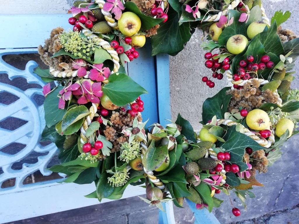 Přírodní věnec v barvách podzimu: Dekorace na vchodové dveře