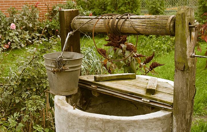 Dominanta zahrady – okrasná studna (Zdroj: Depositphotos)