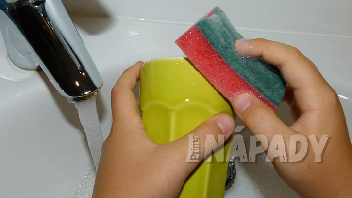 Nezapomeňte nádobí odmastit