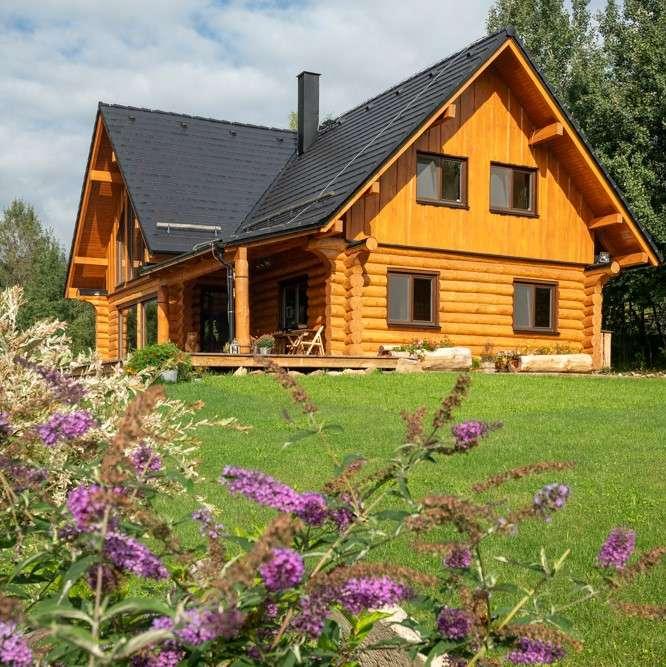 Srubové stavby se zpravidla staví na pozemcích uprostřed přírody (Zdroj: Bramac/Sruby Rajec)