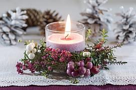 Nejkrásnější dekorace z živých květin pro štědrovečerní stůl