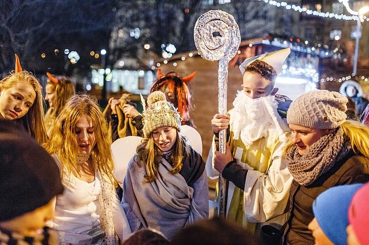 V ulicích dnes potkáte Mikuláše, čerty i anděly (Zdroj: Depositphotos)