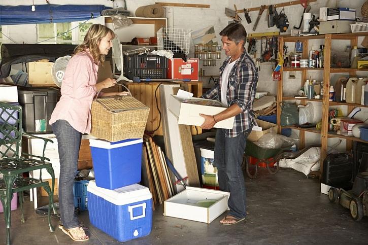 Začněte v garáži, podkroví a ve sklepě