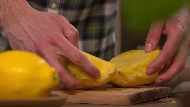 Rozpůlený ananas