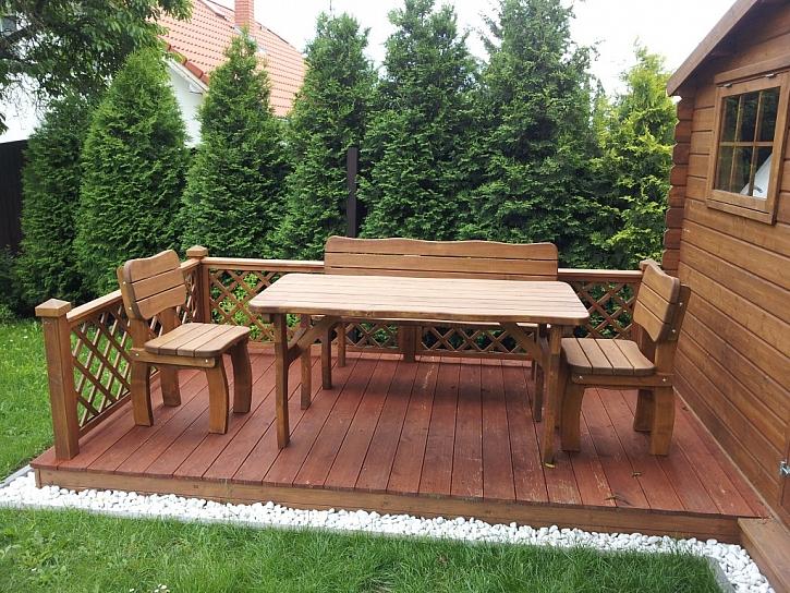 Zahradní nábytek z masivního dřeva