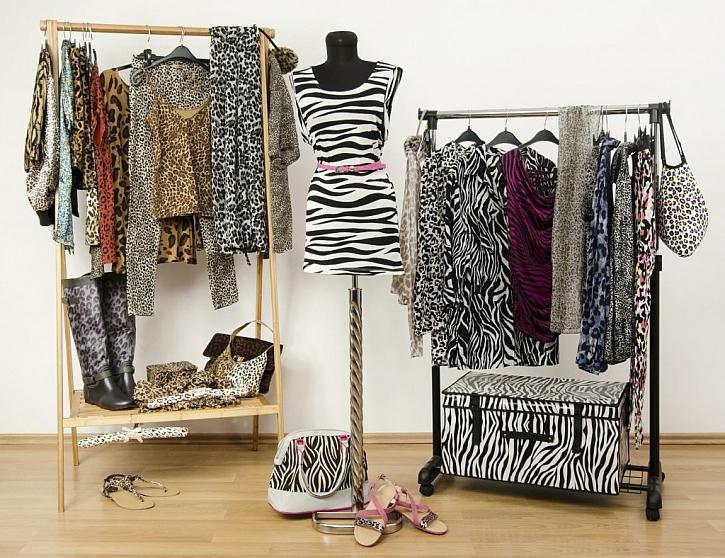 Velký úložný box na oblečení pojme velké množství letních šatů