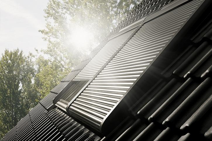 Levnější stín s venkovní roletou VELUX (Zdroj: VELUX)