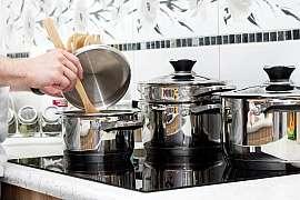 Prozradíme vám triky na čištění nerezového nádobí beze šmouh a zbytečné námahy