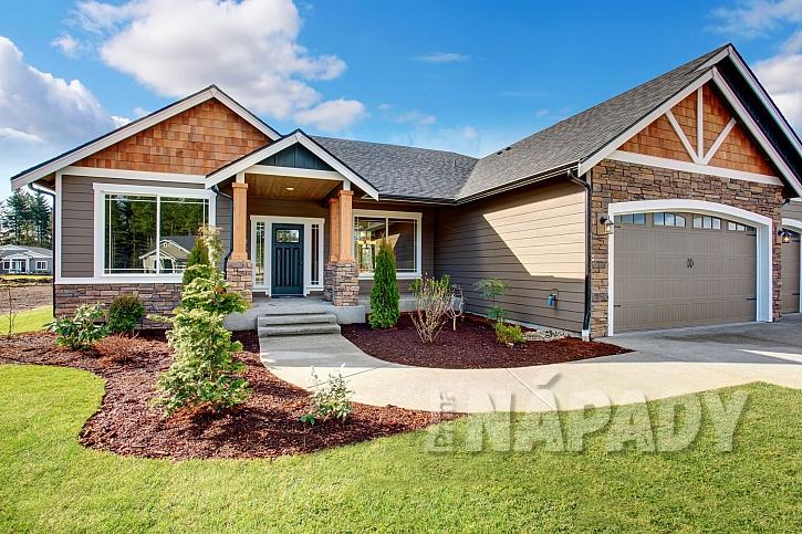 Zastřešení vchodu je dobré promyslet již při stavbě domu (Zdroj: Depositphotos.com)