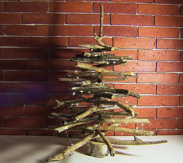 Přírodní stromeček z větví (Zdroj: archiv FTV Prima)