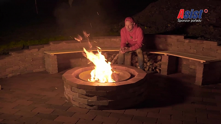 Exkluzivní ohniště se stane výborným místem pro rodinné oslavy (Zdroj: Prima DOMA)