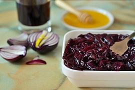 Vyrobte si pikantní delikatesu v podobě cibulového čatní
