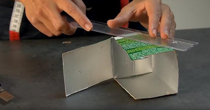 Peněženka na mince z kartonu: odřízněte dno krabice
