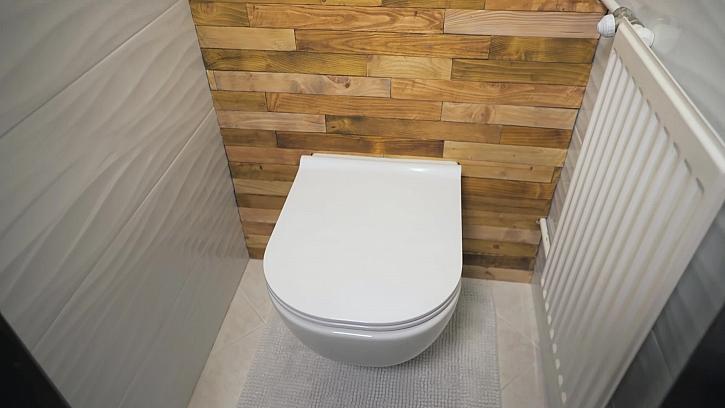 Výměna WC a instalace závěsné toalety (Zdroj: archiv FTV Prima)