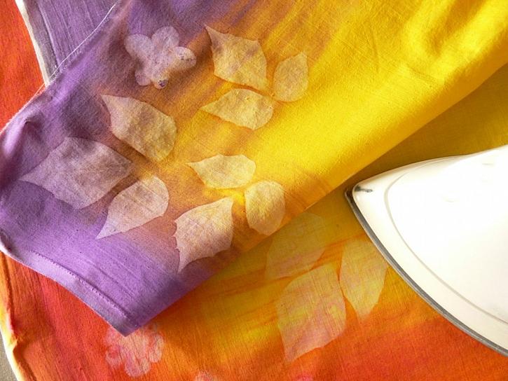 Sluneční barvy – barvení textilu a zdobení pomocí světelné techniky
