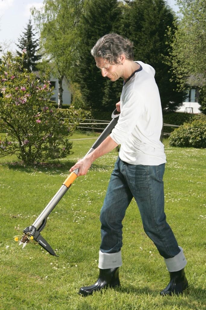 Jak vytrhávač plevele Fiskars pracuje