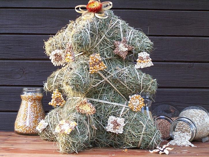 Vánoční stromeček ze sena