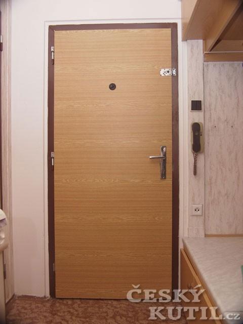 Dveře v novém kabátě aneb renovace za jedno odpoledne
