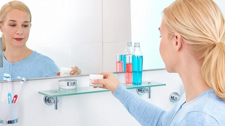 Skleněná polička do koupelny – nový způsob připevňování BEZ VRTÁNÍ