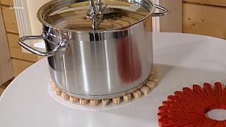 Podložka pod horké hrnce z kolíčků na prádlo