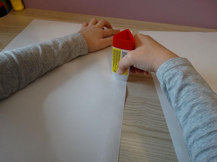 lepení papíru