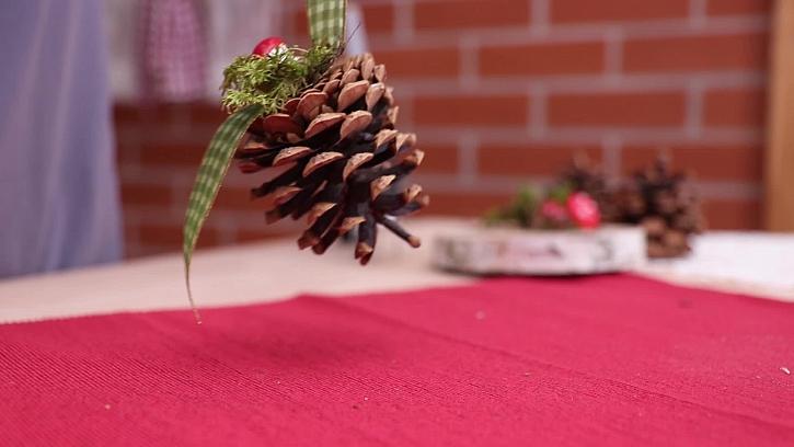 Jak vyrobit vánoční dekoraci ze šišek