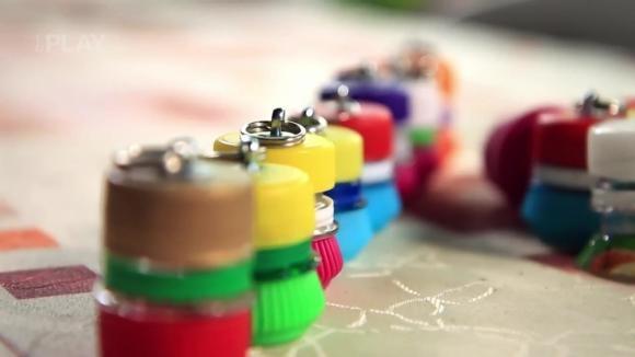 Jak si vyrobit přívěsek z víček od PET lahví