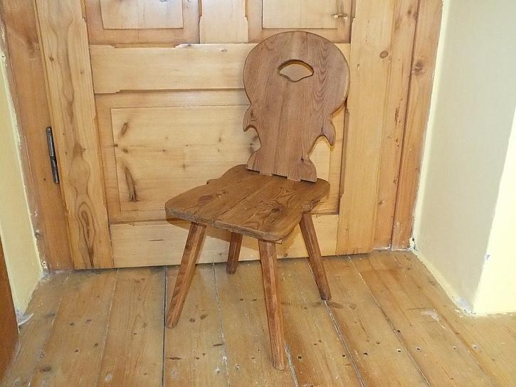 Natřete židli voskem a bude jako nová