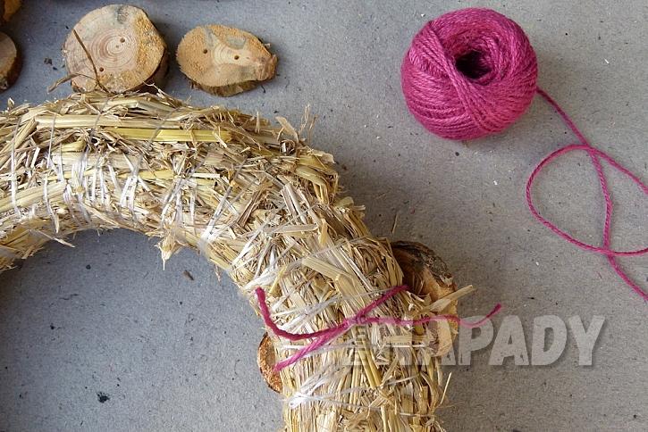 Knoflíkový věnec pro štěstí, s vůní borového dřeva 5