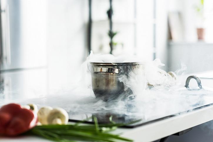 Pára nad hrncem při vaření