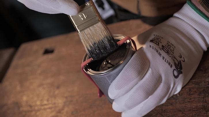 Jak otírat štětec při natírání