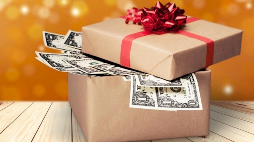 Nebojte se na Vánoce darovat peníze! 5 tipů, jak je originálně zabalit