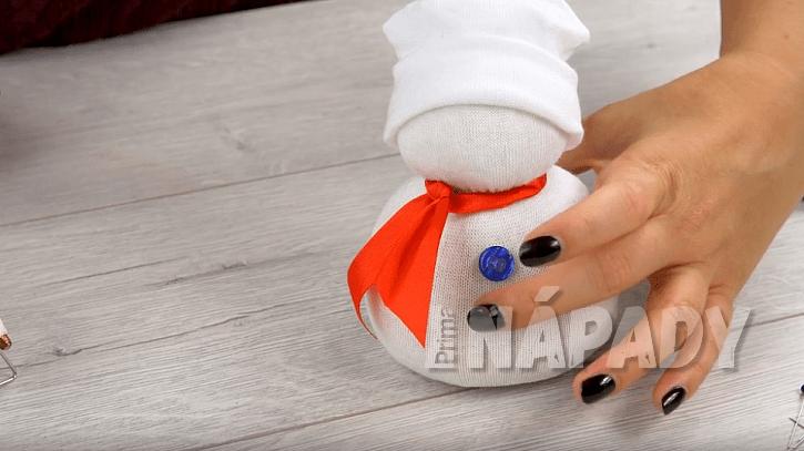 Sněhulák z ponožky 7
