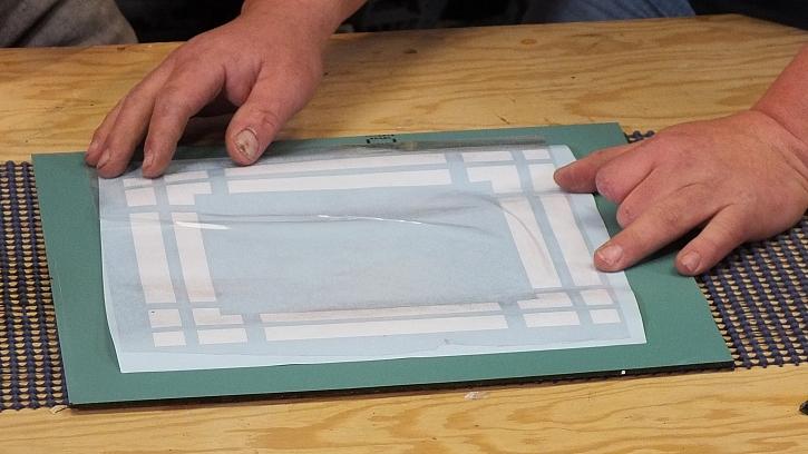 Dekorování zrcadla ze zadní strany: velkým pomocníkem je plotr