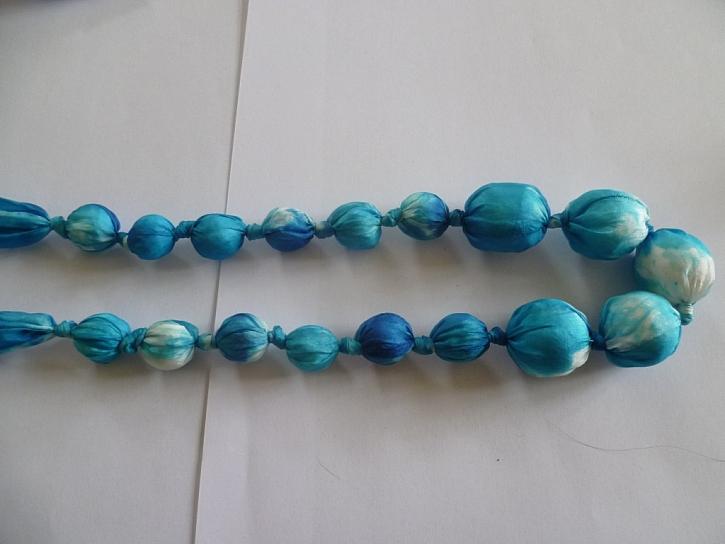 Bublinky – jak vyrobit netradiční hedvábný náhrdelník