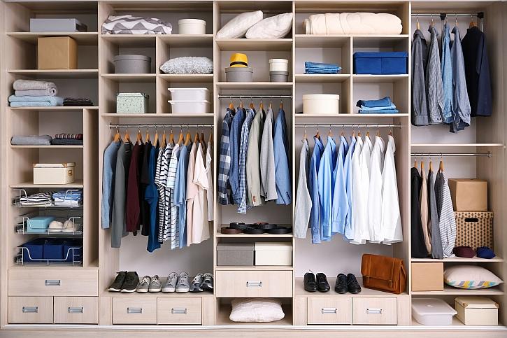 Šatní program je soustavou volně stojících šatních skříní (Zdroj: Depositphotos)