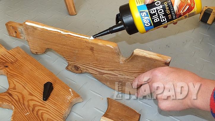 Jak opravit starou židli v selském stylu: opěradlo slepíme