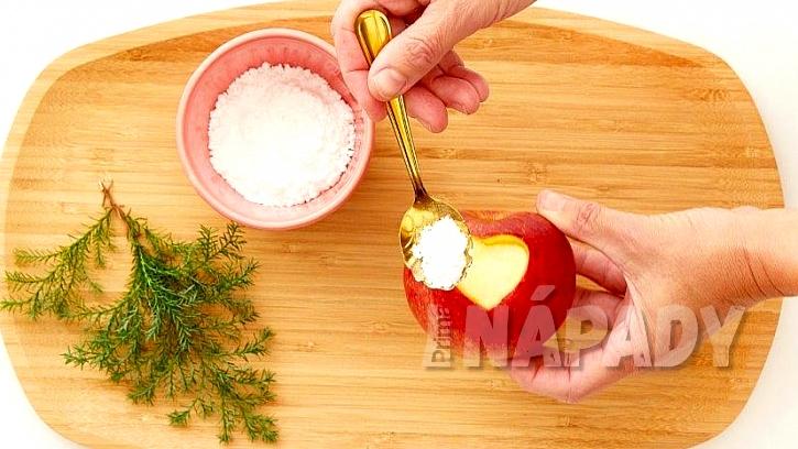 Vánoční svícen a váza z jablek: do srdce nasypejte cukr