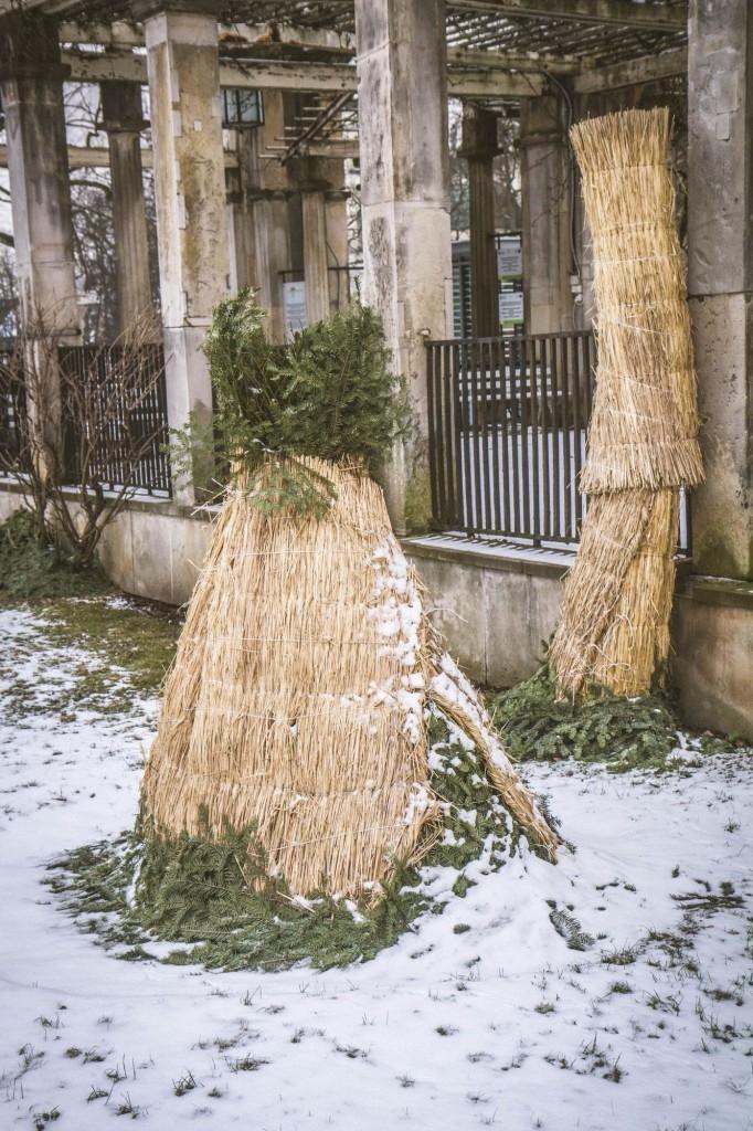 Kombinace chvojí a rákosových rohoží je výborná zimní ochrana