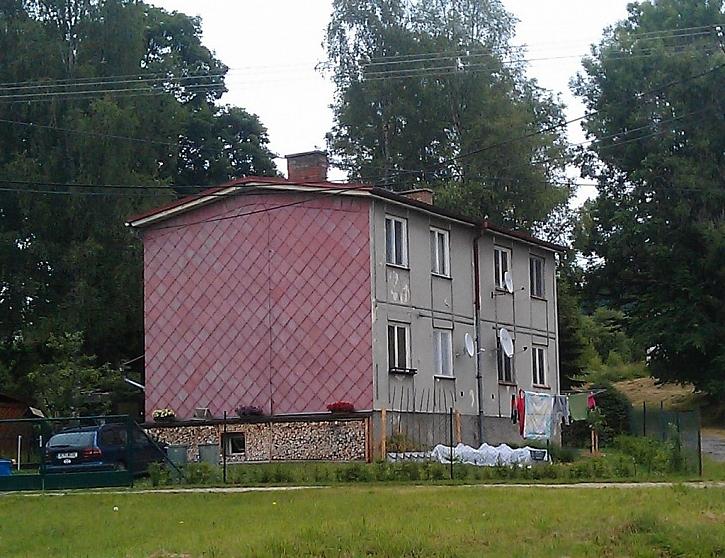 Fasáda provedená ze závadného materiálu s příměsí azbestu