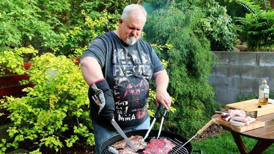 Jak připravit gril, abychom si perfektně pochutnali na voňavých laskominách: Grilovací sezona