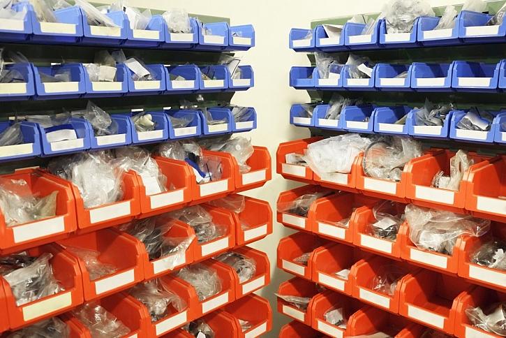 Plastové bedýnky pro uložení většího množství šroubů, matic a dalšího drobného náčiní
