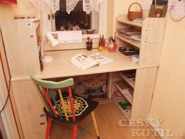 Studentský stůl do malého prostoru