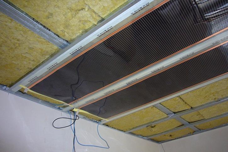 Ukázka stropu se stropní folii ECOFILM
