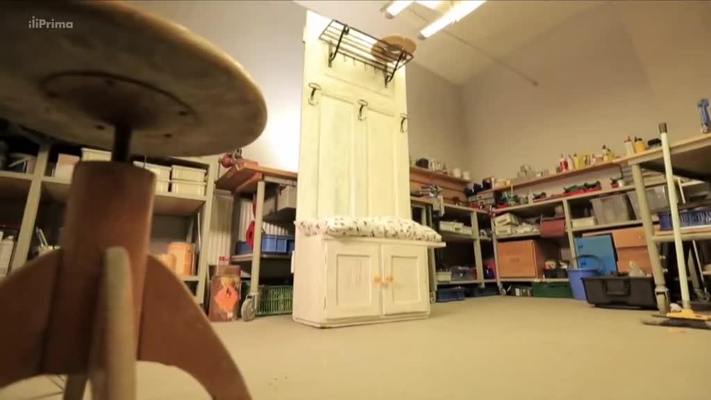 Jak vyrobit věšák ze starých dveří