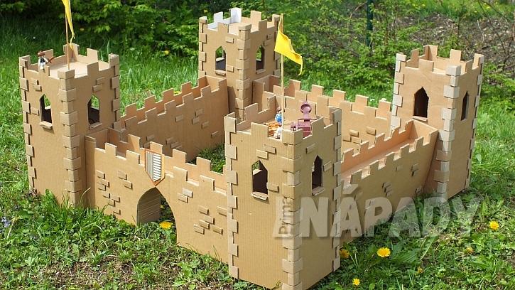 Hrad z kartonu: a teď zbývá jen zavolat děti