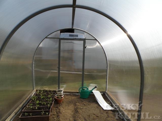 Neskleněný skleník, který nerozbijete
